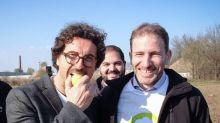 """Toninelli risponde a Crozza: """"Casaleggio mi ha regalato la mela, ma non è avvelenata"""""""