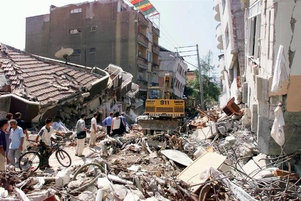 Istanbul lies in a major quake zone and in 1999, an earthquake northwest of the city killed 17,000 (AFP Photo/PIERRE VERDY)