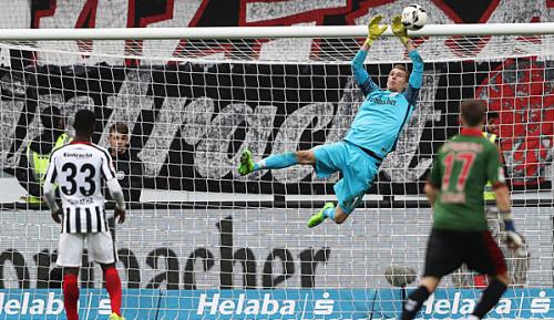 Bundesliga: Keeper Hradecky liebäugelt mit Wechsel