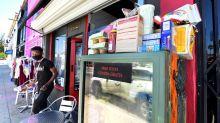 Refrigeradores comunitários oferecem comida grátis em Los Angeles para os mais necessitados
