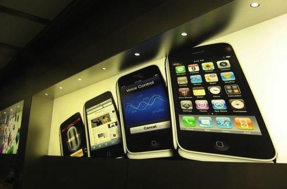 iPhone 3G S Launch Day: More pictures from the field
