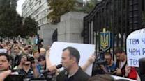 Kiev Protesters Call for Resignation of Defence Minister (Graphic)
