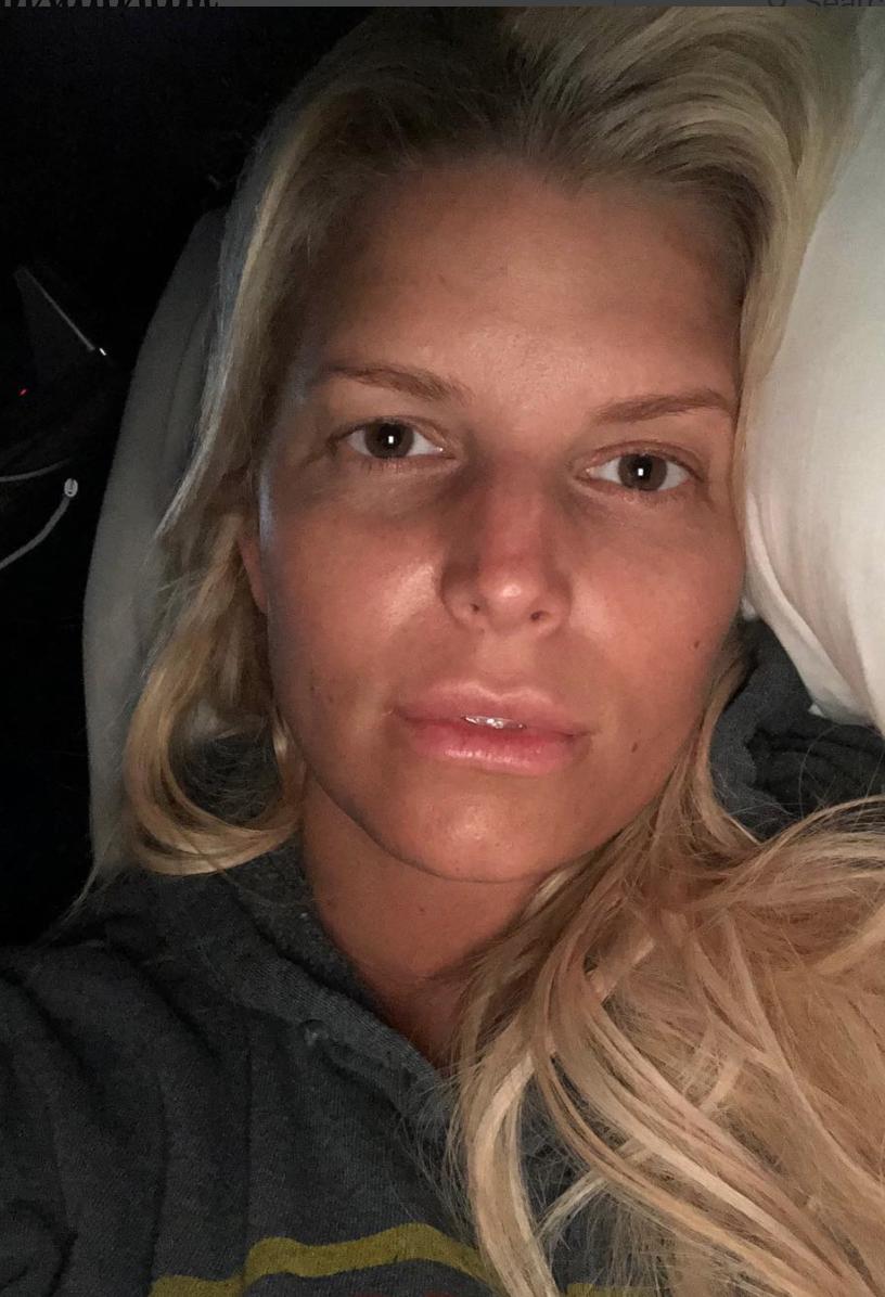 Jessica Simpson shares makeup-free selfie