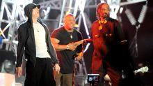 """Snoop Dogg diz que Eminem não está entre os maiores rappers da história e ironiza: """"esperança branca"""""""