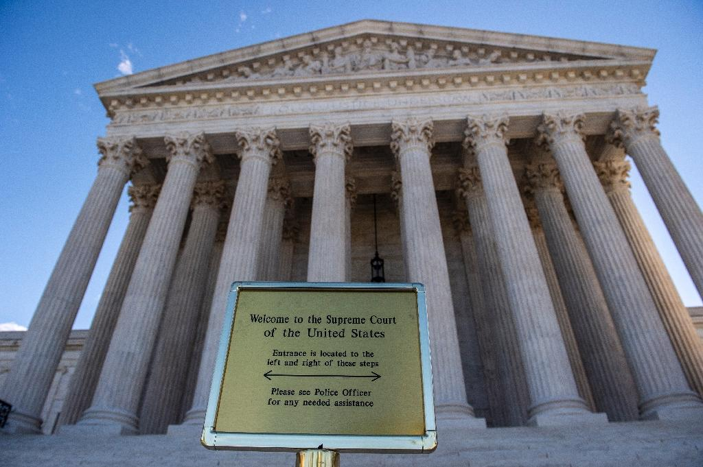 Us supreme court weighs rights of lgbt employees