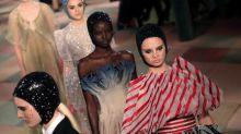 Palhaços de circo da alta-costura de Christian Dior evocam lugar mágico