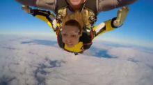 Laury Thilleman filme son saut en parachute (vidéo)