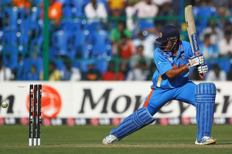 MS Dhoni gets bowled, India still gets a boundary