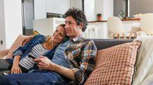 4 sofás confortáveis com até 60% de desconto para maratonar suas séries favoritas