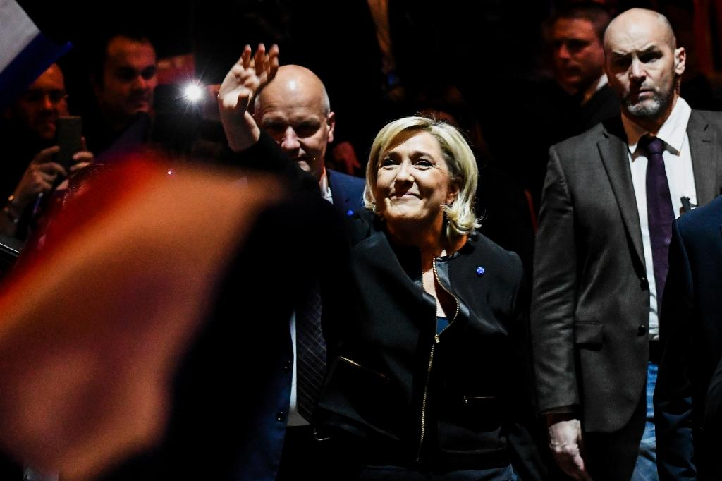 French far-right leader Marine Le Pen waves as she arrives to give a speech at a National Front rally in Lyon, on February 5, 2017 (AFP Photo/JEFF PACHOUD)