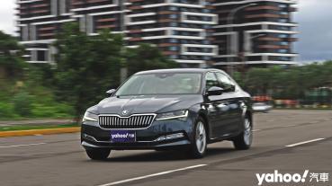 【新車圖輯】即使入門也同樣稱職!2021 Škoda Superb菁英版TSI淡海試駕