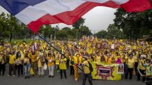 Thai royalists rally in counterpoint to student protesters