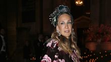 Is Sarah Jessica Parker wearing the most amazing cape ever?