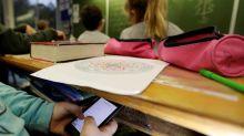 Vers une interdiction du portable dans les lycées?