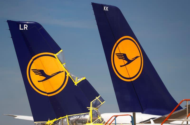 Lufthansa halts talks with union on staff cost cuts