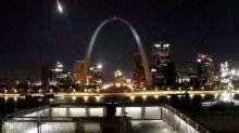 Camera catches meteor lighting up Missouri sky