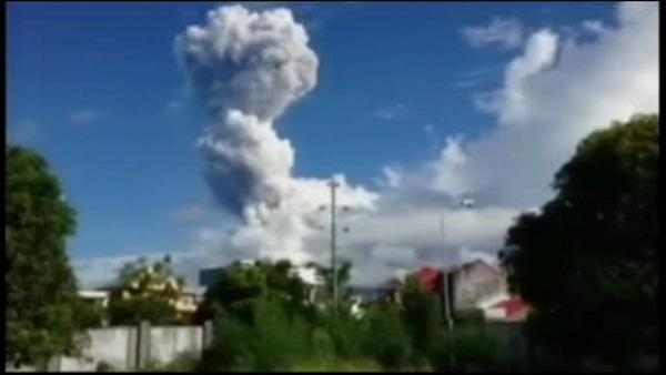 Philippine volcano spews rocks, killing 5 climbers