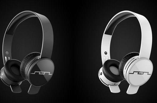 Tracks Air Bluetooth headphones by Motorola and SOL Republic can pair with two devices at once