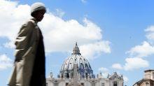 """Vaticano, """"basta una raccomandata per farsi sbattezzare o scresimare"""""""