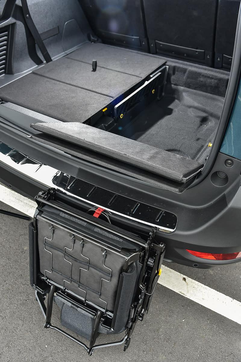 若有更大行李廂空間需求,原本藏於底板下的第三排座椅也可拆卸存放。