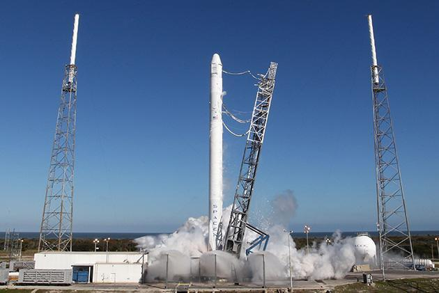 Watch SpaceX's ambitious launch of a reusable rocket (update: launch scrubbed)