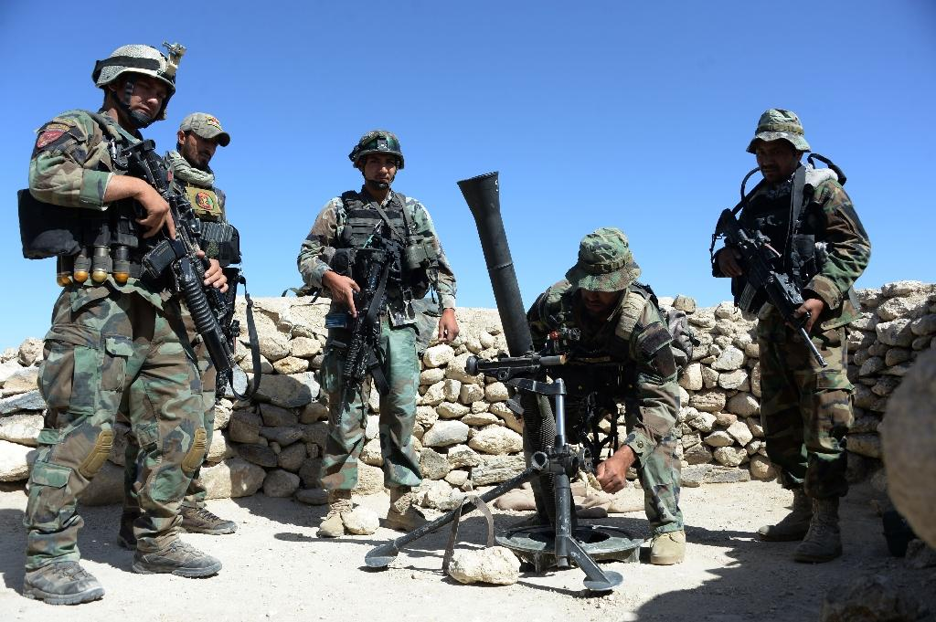Afghan commandos prepare to launch mortar shells on an Islamic State (IS) militant stronghold in Achin district of Nangarhar (AFP Photo/NOORULLAH SHIRZADA)