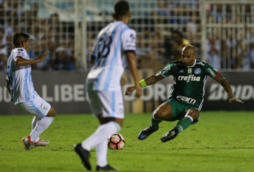 Sem fazer faltas, Felipe Melo se destaca na estreia pela Libertadores