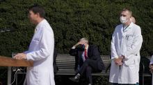 Trump sale brevemente del hospital en caravana vehicular