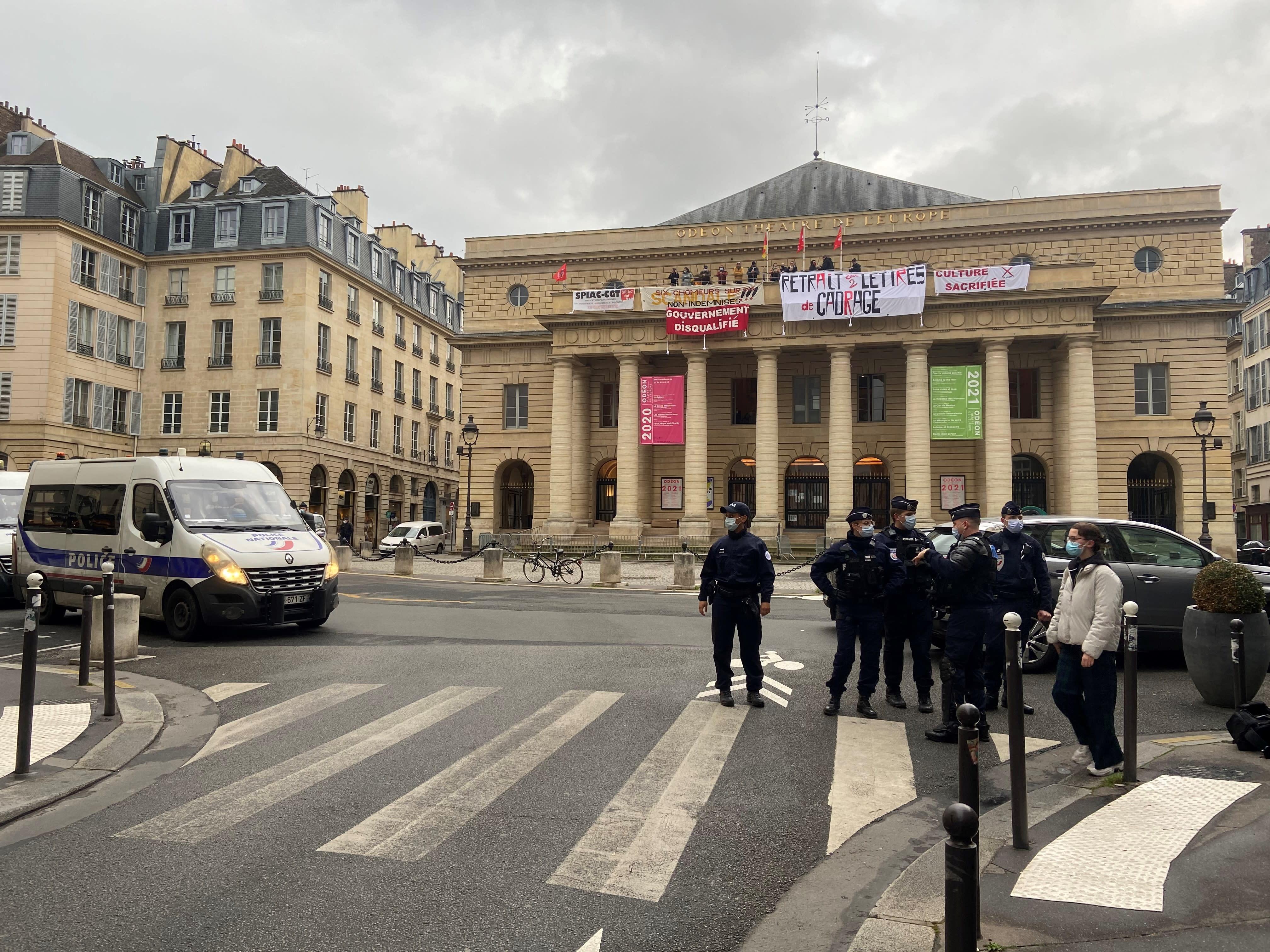 Manifestation du monde la culture: des intermittents occupent le théâtre de l'Odéon