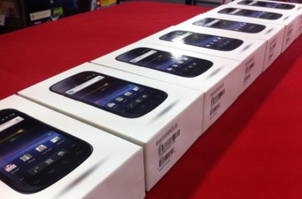 Nexus S immigrates to Canada, Future Shop commemorates event with gingerbread muffins
