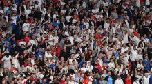 UEFA abre proceso contra FA por conducta de aficionados
