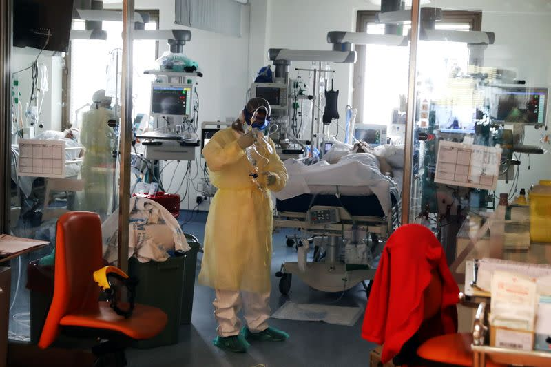 Spain sets COVID-19 daily case record with over 55,000 new infections: health ministry