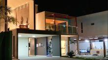 Equipada, grande e luxuosa: conheça a mansão de Carlinhos Maia e Lucas Guimarães
