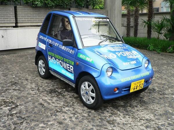 Genepax shows off water-powered fuel cell vehicle
