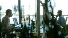 #OnVousRépond : un employé est-il contraint de porter les masques fournis par son entreprise sur son lieu de travail ?