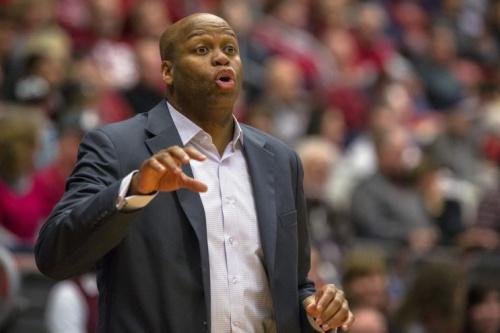 Craig Robinson during his tenure coaching Oregon State in 2014. (AP)