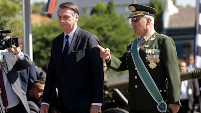 'Está cercado de filhos da p...'; vídeo complica Bolsonaro