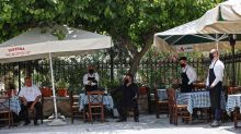 Grecia entra en cuarta fase de desescalada y reabren los bares y restaurantes