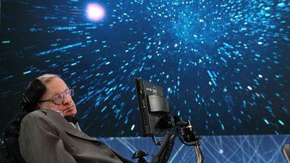 ¿Por qué no han gustado estos tributos a Hawking?