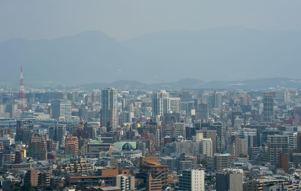 Fukuoka city on Japan's southern main island of Kyushu is seen blanketed in smog, in March 2013 (AFP Photo/Kazuhiro Nogi)