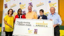 Oprah Winfrey Surprises Volunteers Fighting Hunger During Kroger's Zero Hunger | Zero Waste Anniversary Event