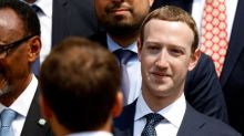 Facebook shareholders back proposal to remove Zuckerberg as chairman