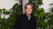 Val Kilmer Ditches Neck Scarf for First Red Carpet in Over a Year