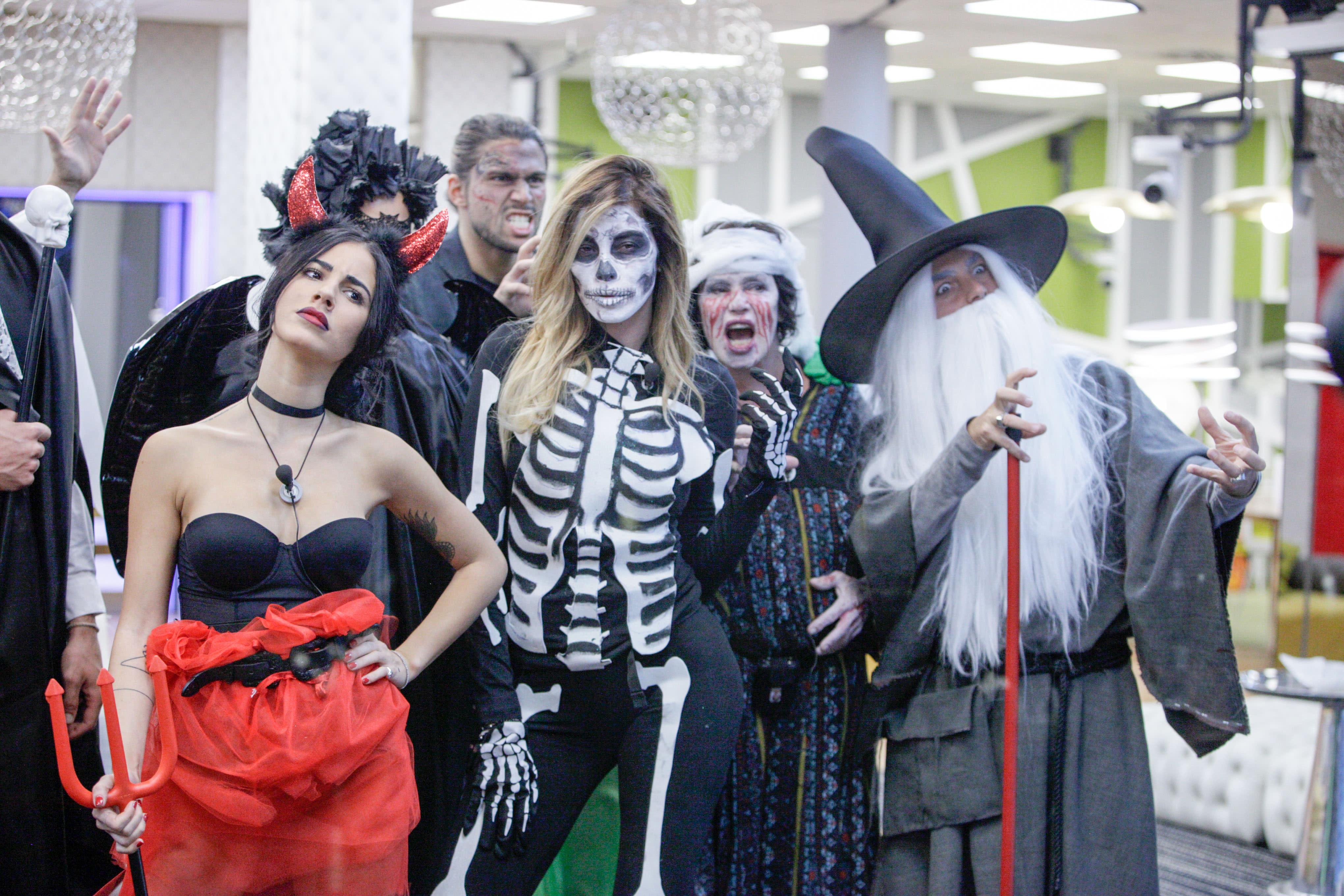 Halloween al gf vip ma la festa degenera con un bagno - Grande fratello bagno ...