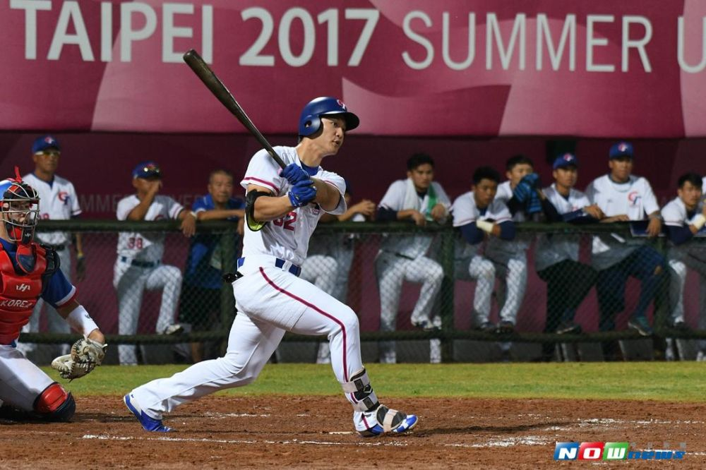 台北世大運棒球項目 中華台北vs.南韓,中華隊球員蘇智傑敲出安打。(圖/記者葉政勳攝 , 2017.08.23)