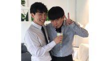 BTOB Eun-kwang with his brother at Singapore cafe