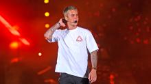Justin Bieber Wore Gym Clothes to His Very First Concert in India, and Fans Are Pissed