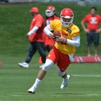 Chiefs Sign Patrick Mahomes To Rookie Deal