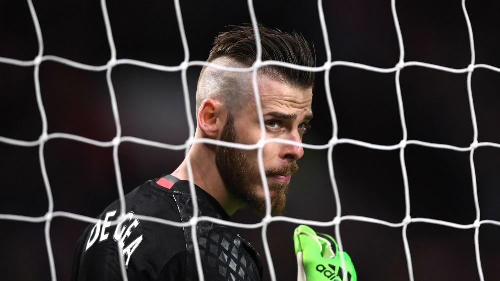 De Gea should not care about speculation, says Mourinho