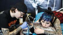 GRL PWR: Der neue feministische Tattoo-Trend